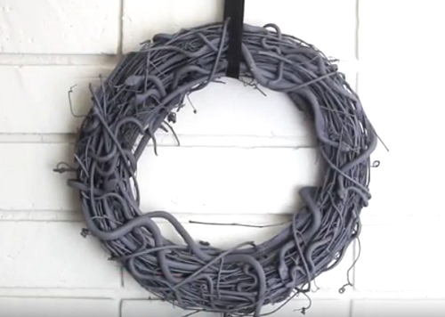 DIY_Snake_Halloween_Grapevine_Wreath