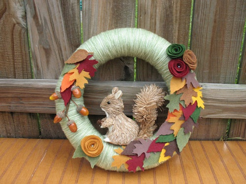 fall_Yarn_wreath_squirrel