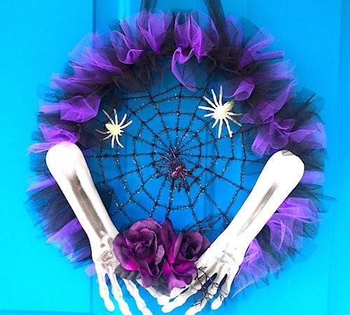 halloween tulle spider wreath idea