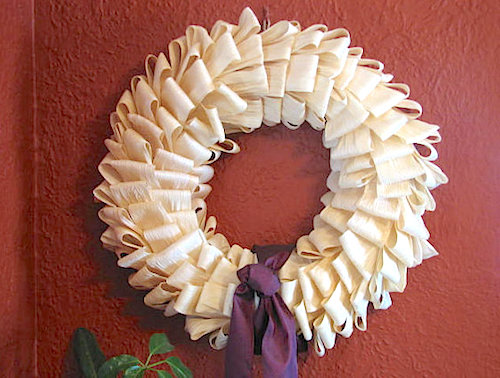 How to Make a Thanksgiving Corn Husk Wreath