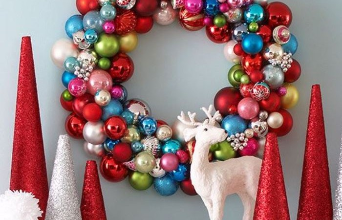How to Make an Ornament Christmas Wreath (Video)