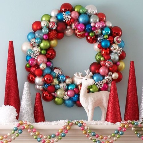 ornament wreath mantle