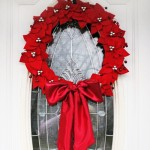How to Make a Christmas Poinsettia Wreath (Video)
