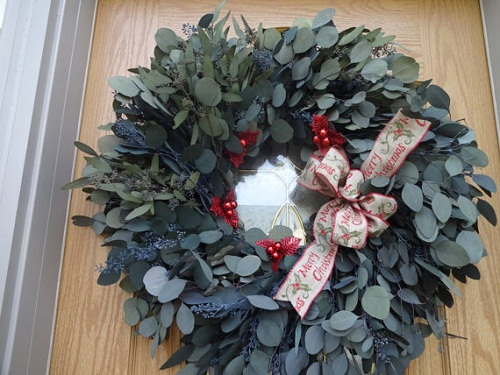 holiday-eucalyptus-wreath