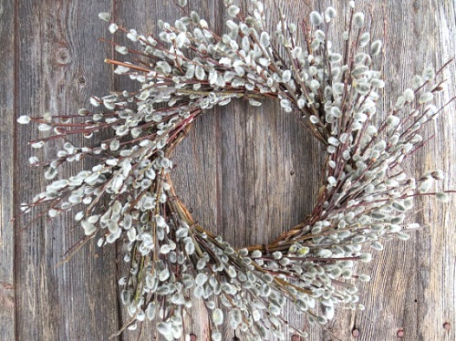 outdoor-wreaths-pussy-willow-twig-wreaths