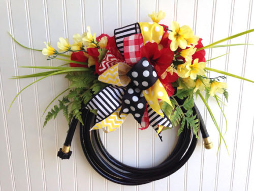 garden hose wreath ideas