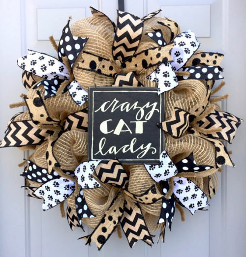 How to Make a Burlap Deco Mesh Wreath for Pet Lovers