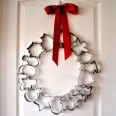 How to Make a Holiday Cookie Cutter Wreath