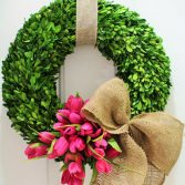 How to Make an Outdoor Boxwood Wreath
